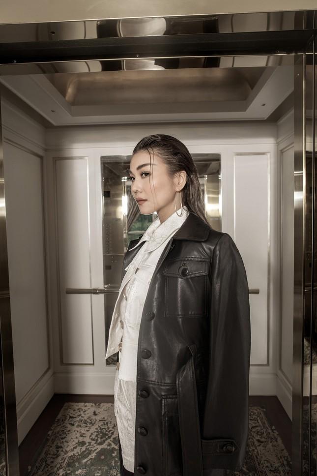 Hồ Ngọc Hà - Thanh Hằng siêu gợi cảm với váy áo Công Trí, gây 'bão' trên Vogue Pháp ảnh 16