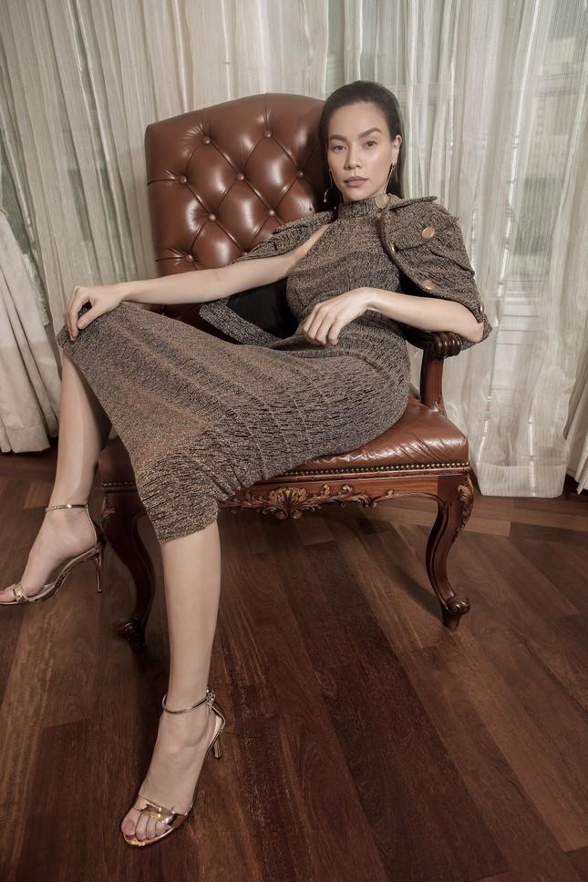 Hồ Ngọc Hà - Thanh Hằng siêu gợi cảm với váy áo Công Trí, gây 'bão' trên Vogue Pháp ảnh 17