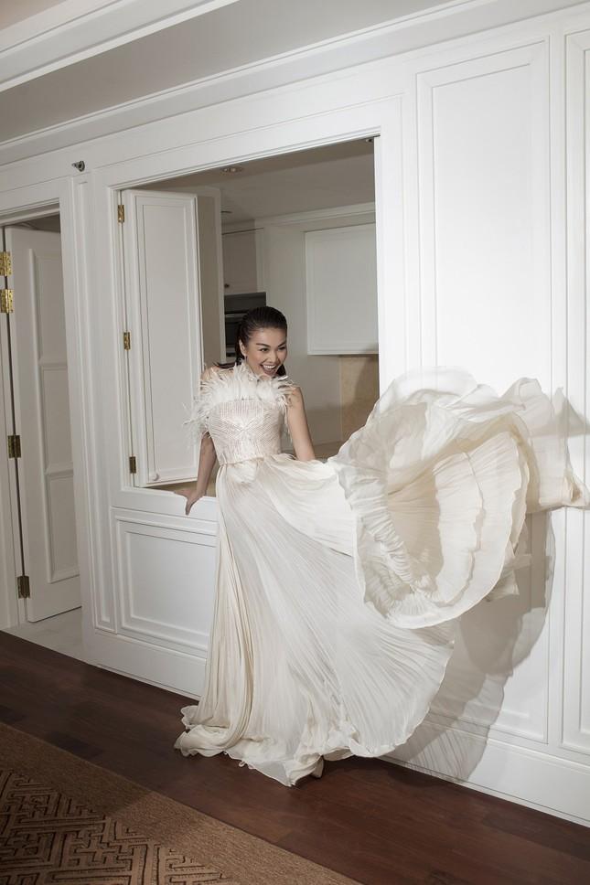 Hồ Ngọc Hà - Thanh Hằng siêu gợi cảm với váy áo Công Trí, gây 'bão' trên Vogue Pháp ảnh 6