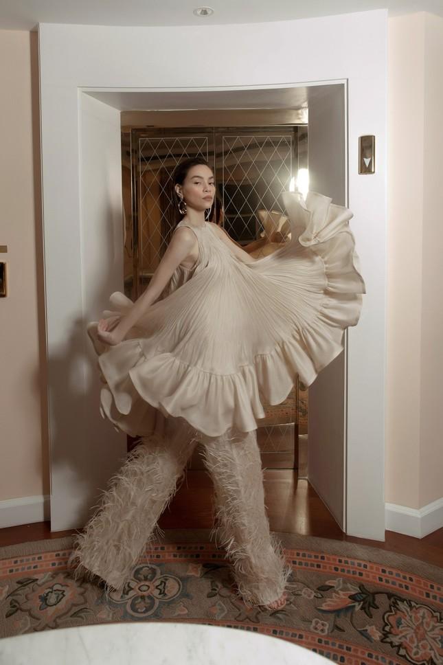 Hồ Ngọc Hà - Thanh Hằng siêu gợi cảm với váy áo Công Trí, gây 'bão' trên Vogue Pháp ảnh 5