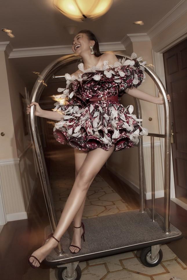 Hồ Ngọc Hà - Thanh Hằng siêu gợi cảm với váy áo Công Trí, gây 'bão' trên Vogue Pháp ảnh 15