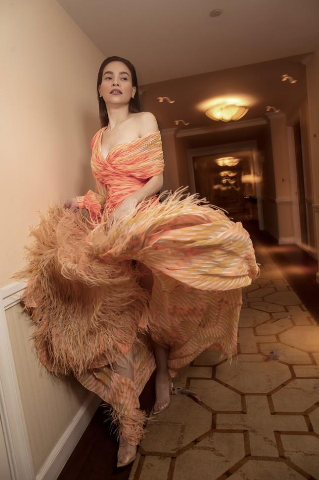 Hồ Ngọc Hà - Thanh Hằng siêu gợi cảm với váy áo Công Trí, gây 'bão' trên Vogue Pháp ảnh 8