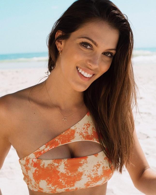 Hoa hậu Pháp diện bikini siêu gợi cảm với nắng gió biển ảnh 7