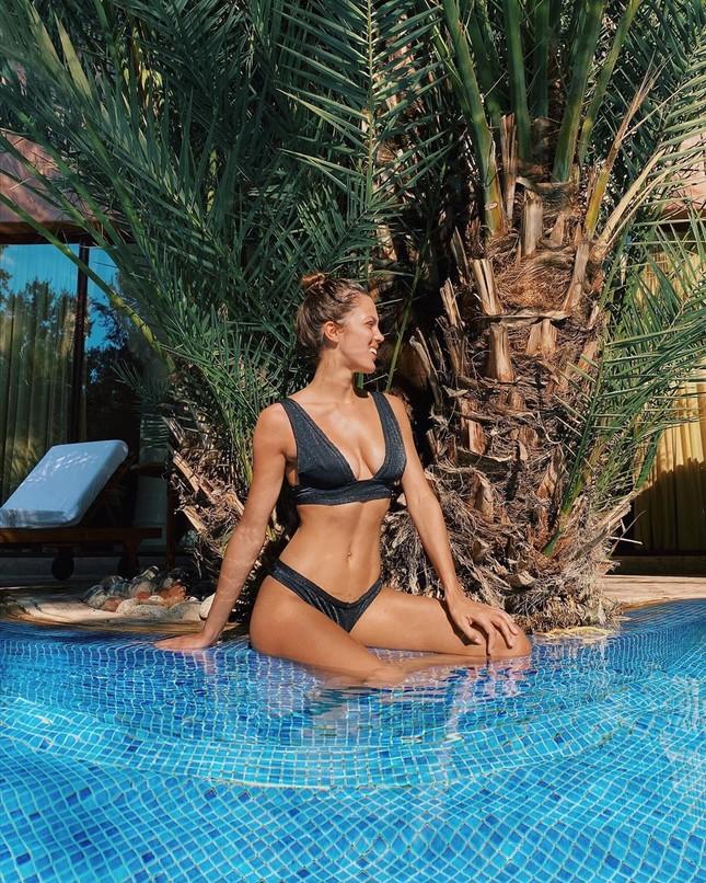Hoa hậu Pháp diện bikini siêu gợi cảm với nắng gió biển ảnh 8