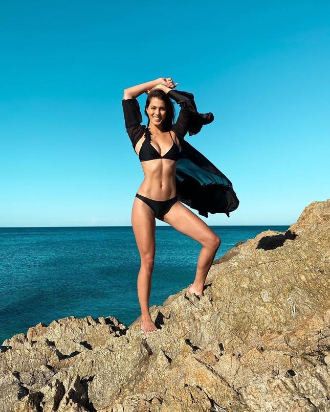 Hoa hậu Pháp diện bikini siêu gợi cảm với nắng gió biển ảnh 2