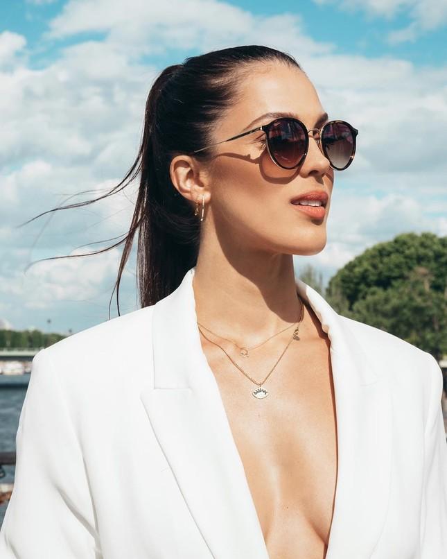 Hoa hậu Pháp diện bikini siêu gợi cảm với nắng gió biển ảnh 13