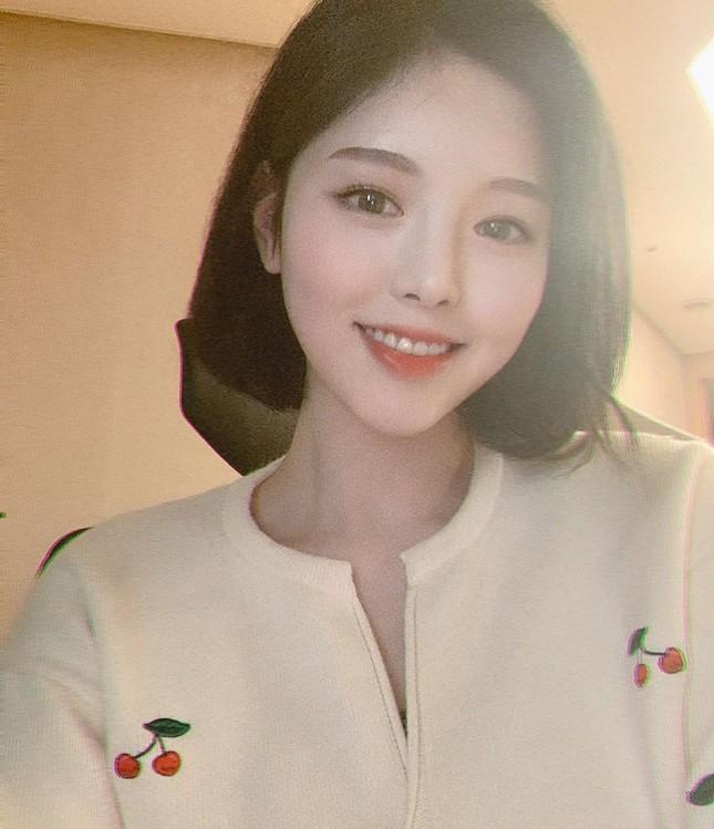 Được gọi là 'thực thần', cô gái ham ăn xứ Hàn vẫn rất xinh đẹp và thon thả ảnh 2