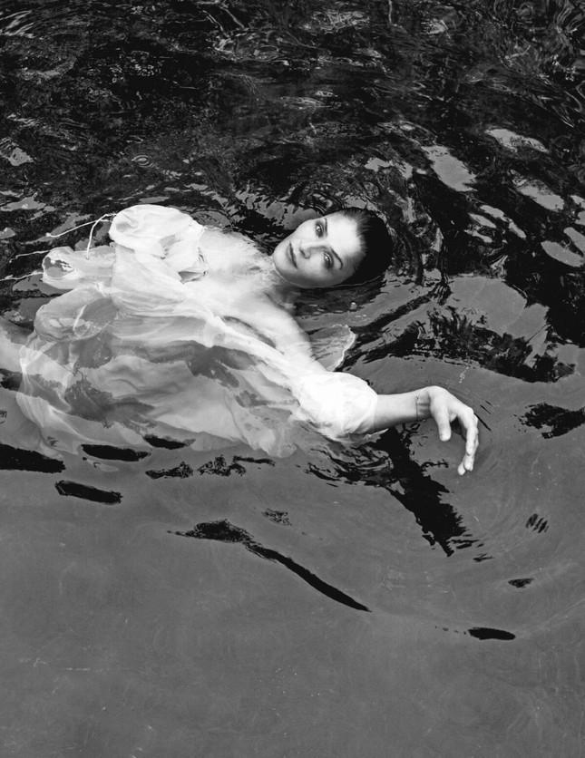 Cựu thiên thần nội y Helena Christensen dáng đẹp 'nảy lửa' ảnh 8