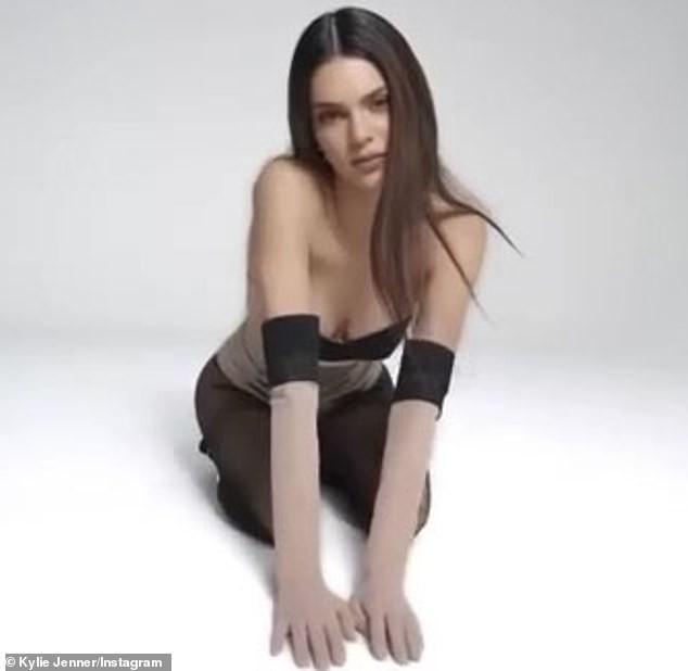Siêu mẫu đắt giá nhất thế giới diện bodysuit nóng bỏng ảnh 5