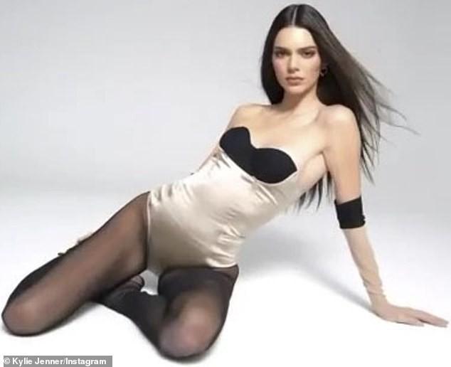 Siêu mẫu đắt giá nhất thế giới diện bodysuit nóng bỏng ảnh 1