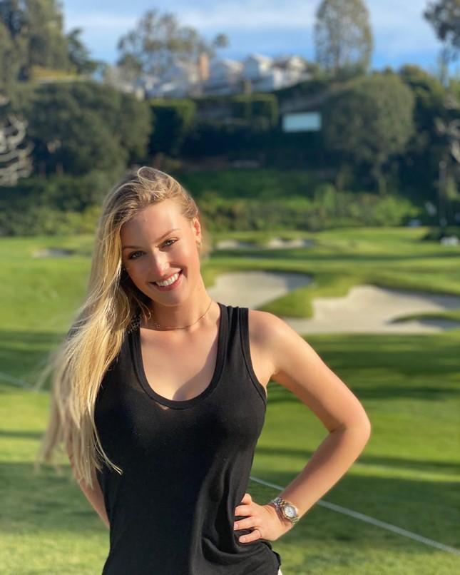 Mỹ nhân sân golf đẹp như thiên thần với đường cong nóng bỏng ảnh 9
