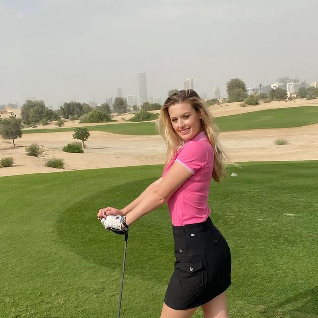 Mỹ nhân sân golf đẹp như thiên thần với đường cong nóng bỏng ảnh 4
