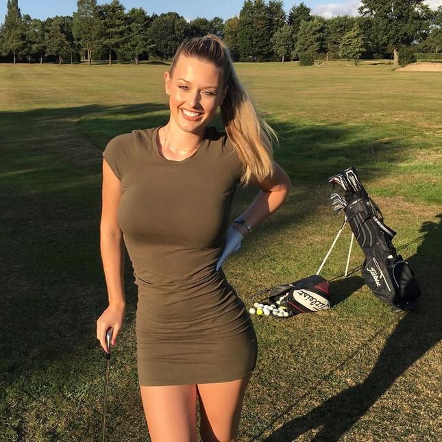 Mỹ nhân sân golf đẹp như thiên thần với đường cong nóng bỏng ảnh 10