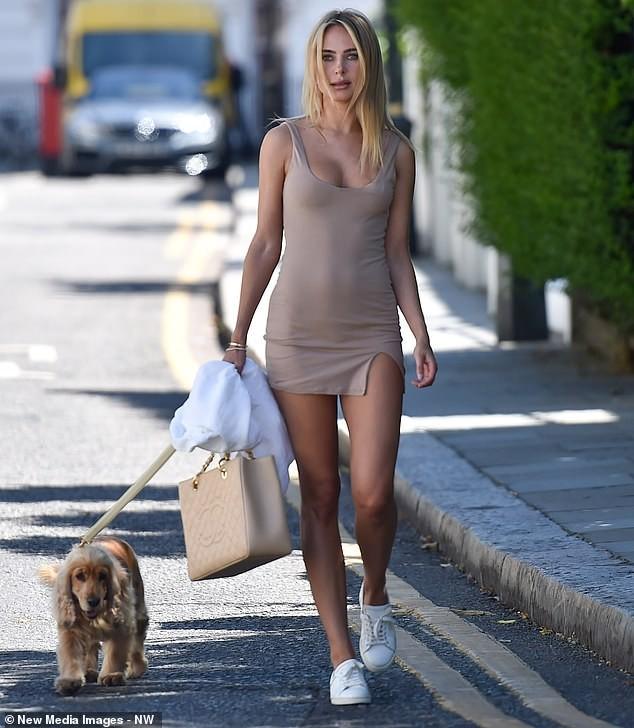Kimberley Garner mặc váy ngắn tôn dáng tuyệt đẹp trên phố ảnh 4