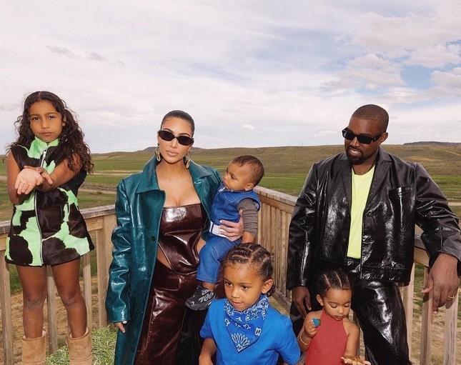 Kim Kardashian tung clip eo nhỏ khó tin hút triệu view ảnh 9