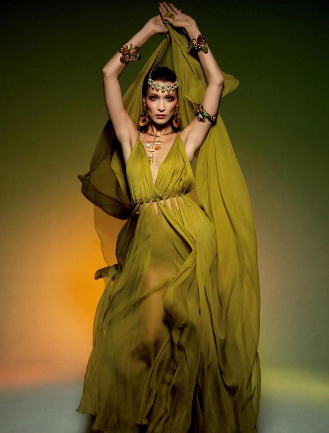 Bella Hadid thả dáng đẹp như tạc tượng ở Ý ảnh 10