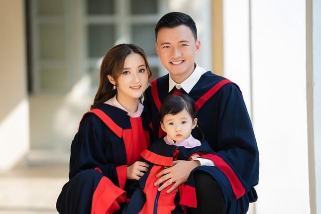 Nữ sinh Học viện Tài chính lập gia đình, có con từ năm 18 tuổi ảnh 1