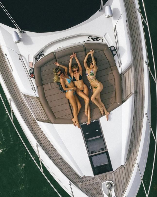 Bộ ba người đẹp Mỹ phô hình thể bikini siêu gợi cảm ở Miami ảnh 3
