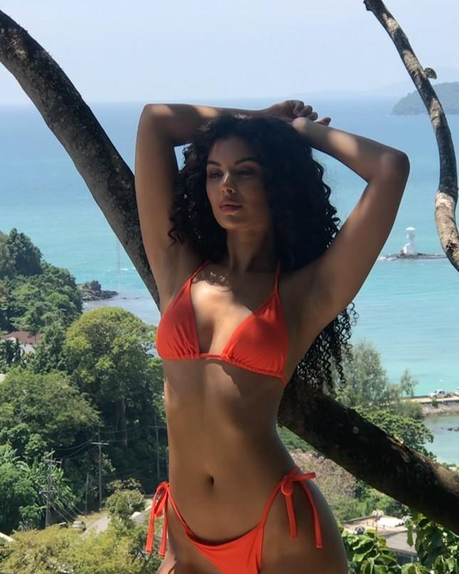 Mỹ nhân tóc xù Susie Viera thân hình 'nảy lửa' ở Phuket ảnh 5