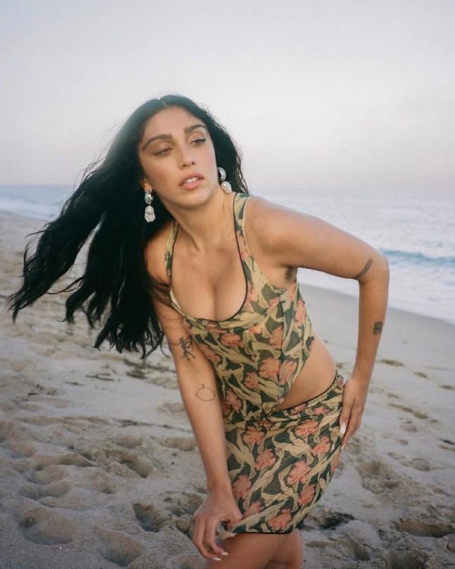 Con gái 9x của Madonna siêu quyến rũ căng đầy sức sống ảnh 6