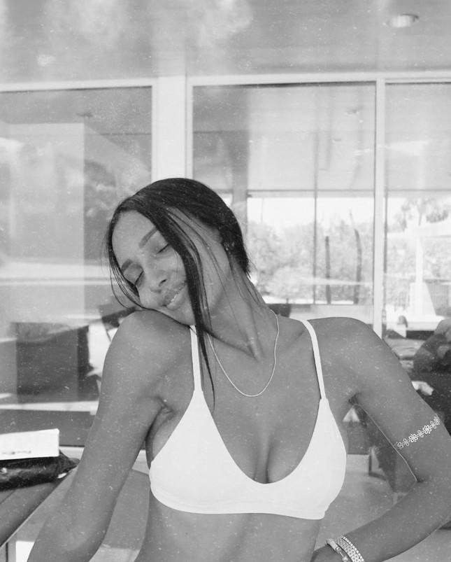Thiên thần nội y Sara Sampaio khoe eo 'bánh mì' body đầy đặn hậu COVID ảnh 12