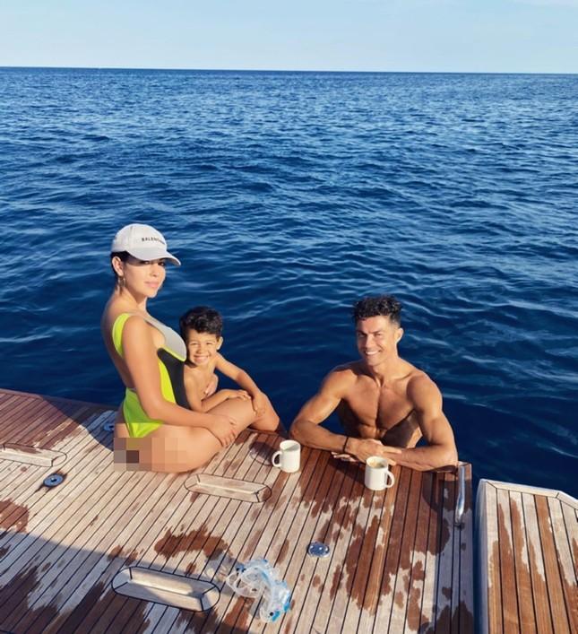 Bạn gái Ronaldo mặc bikini tôn ba vòng nảy nở ảnh 4