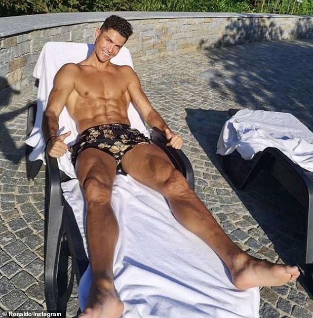 Bạn gái Ronaldo mặc bikini tôn ba vòng nảy nở ảnh 11