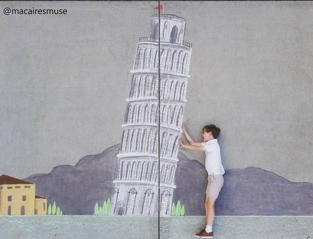 Cô bé 14 tuổi vẽ tranh 'du lịch vòng quanh thế giới' đẹp lung linh cho em trai ảnh 15