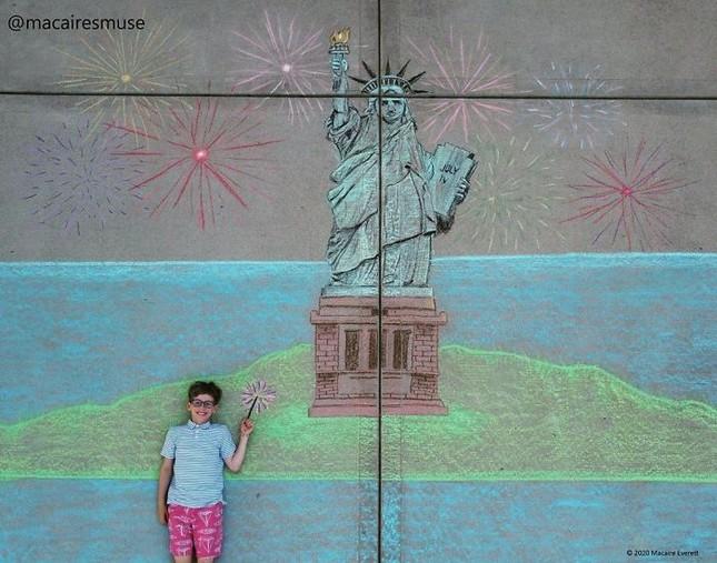 Cô bé 14 tuổi vẽ tranh 'du lịch vòng quanh thế giới' đẹp lung linh cho em trai ảnh 16