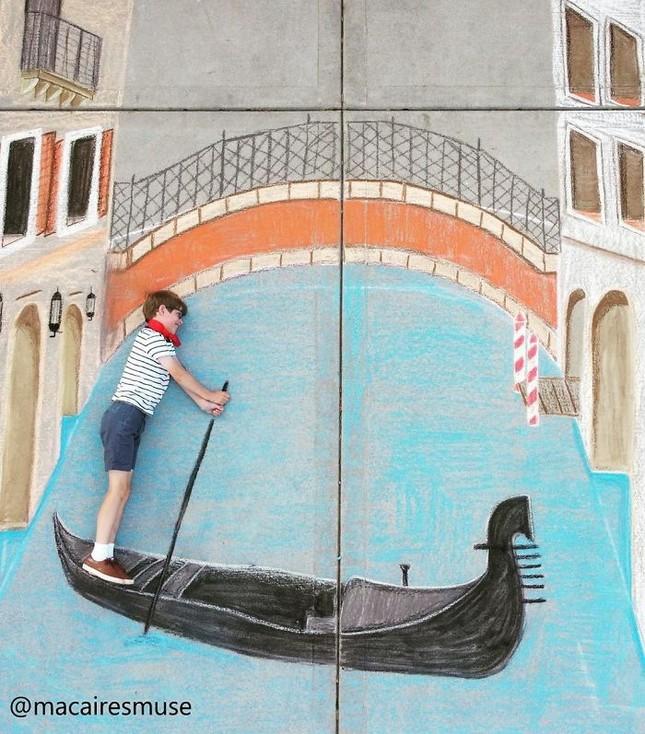 Cô bé 14 tuổi vẽ tranh 'du lịch vòng quanh thế giới' đẹp lung linh cho em trai ảnh 3