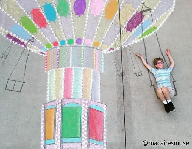 Cô bé 14 tuổi vẽ tranh 'du lịch vòng quanh thế giới' đẹp lung linh cho em trai ảnh 4