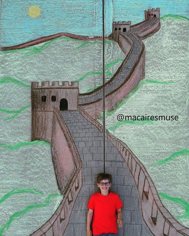 Cô bé 14 tuổi vẽ tranh 'du lịch vòng quanh thế giới' đẹp lung linh cho em trai ảnh 8