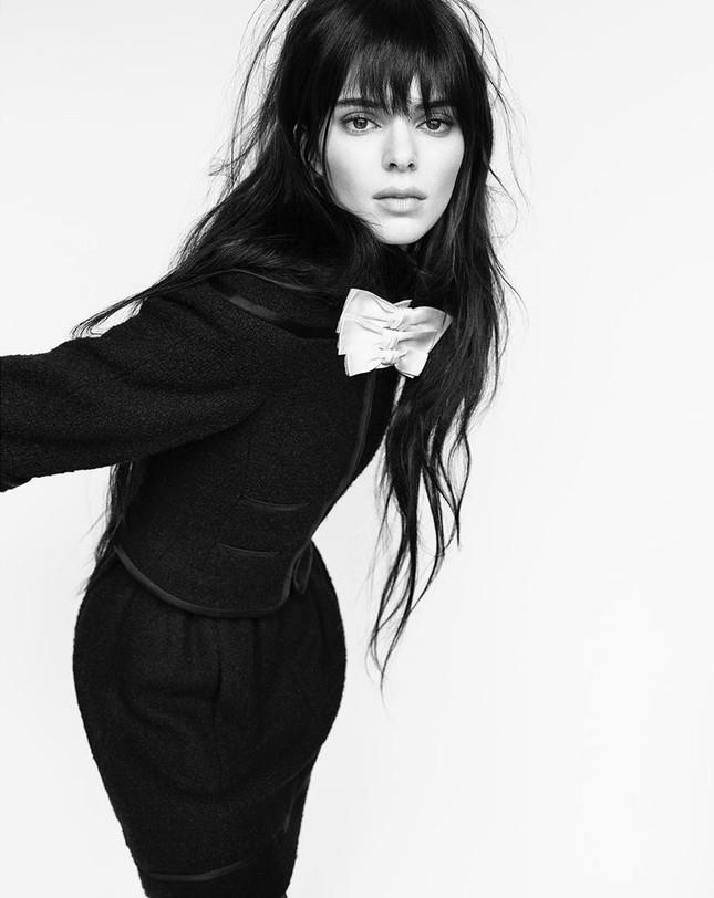 Thân hình hoàn hảo tuyệt mỹ của siêu mẫu đắt giá nhất thế giới Kendall Jenner ảnh 2