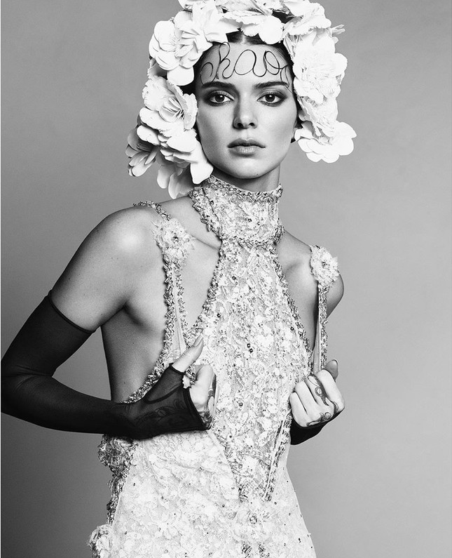 Thân hình hoàn hảo tuyệt mỹ của siêu mẫu đắt giá nhất thế giới Kendall Jenner ảnh 1