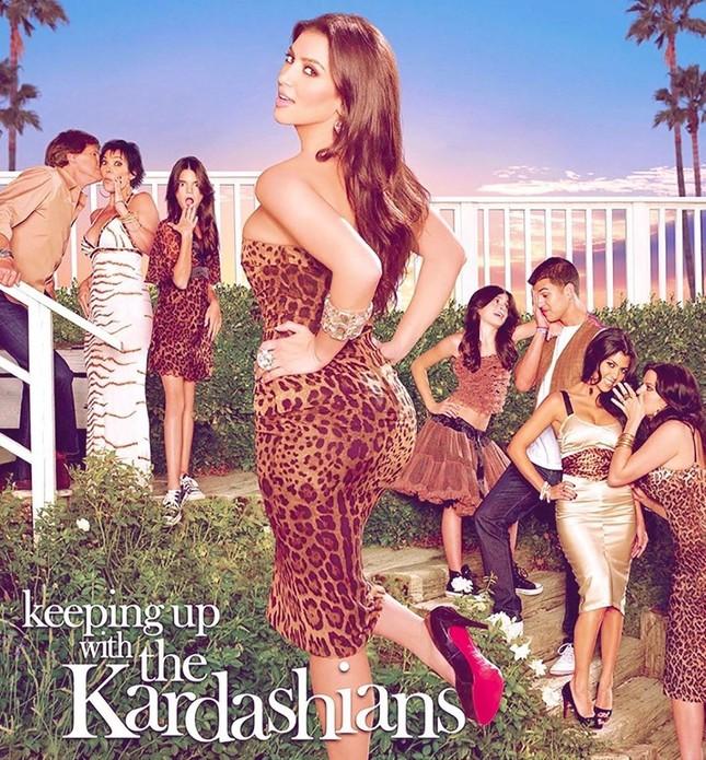 Chị em nhà Kardashian khoe dáng 'đồng hồ cát' quyến rũ ảnh 6