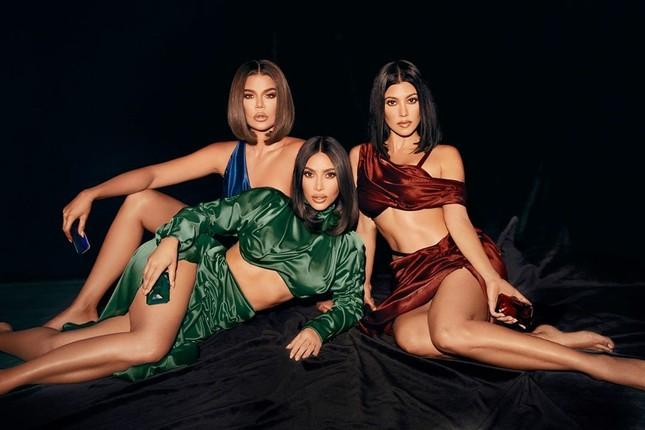 Chị em nhà Kardashian khoe dáng 'đồng hồ cát' quyến rũ ảnh 3