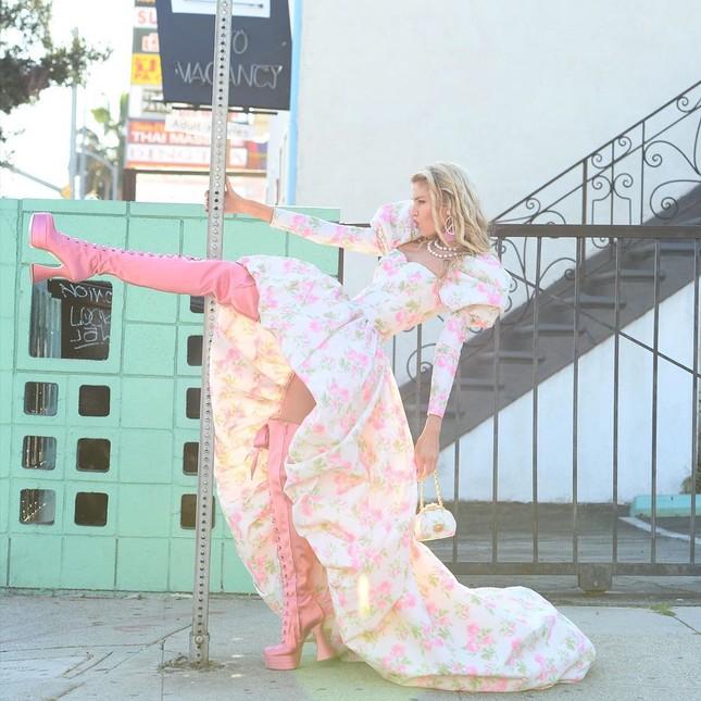 Thiên thần nội y Stella Maxwell thả dáng thon gợi cảm ảnh 26