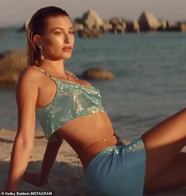 Bella Hadid cùng vợ Justin Bieber quyến rũ tựa nữ thần trên biển ảnh 17