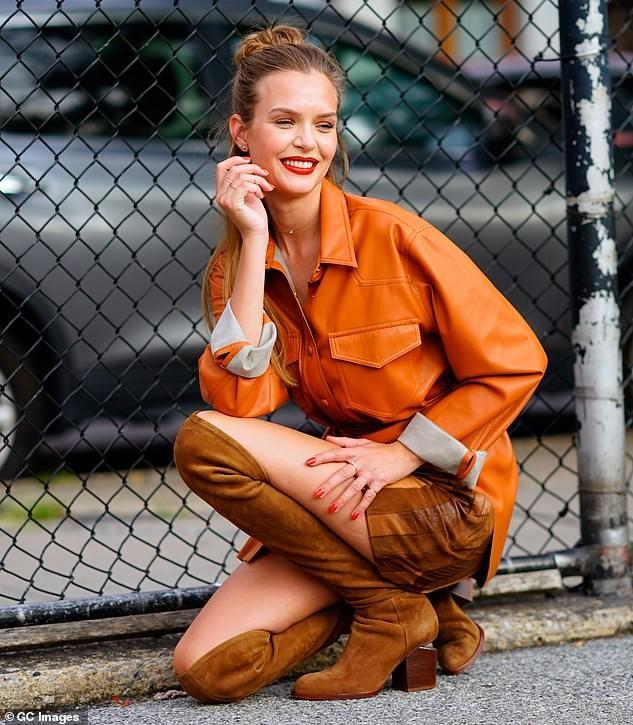 Nàng thơ 9x Josephine Skriver xinh như mộng trên đường phố New York ảnh 9