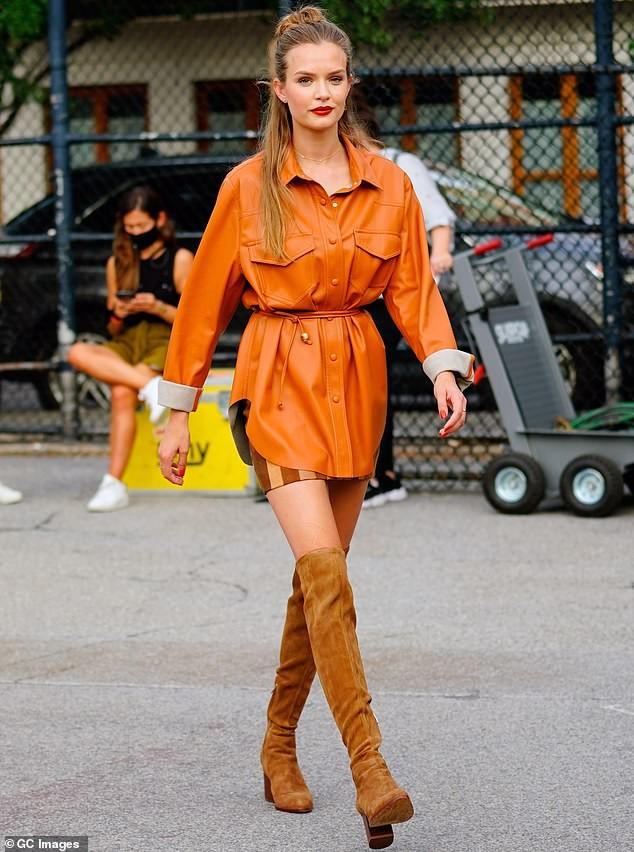 Nàng thơ 9x Josephine Skriver xinh như mộng trên đường phố New York ảnh 10