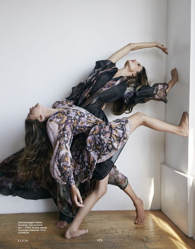 Alessandra Ambrosio eo thon ngực đầy với bikini Burberry ảnh 9