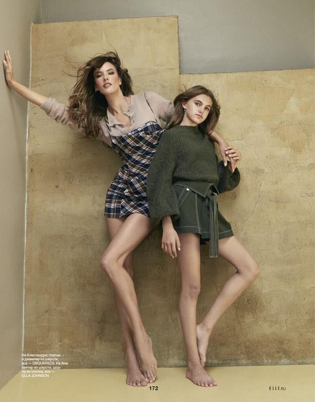 Alessandra Ambrosio eo thon ngực đầy với bikini Burberry ảnh 7