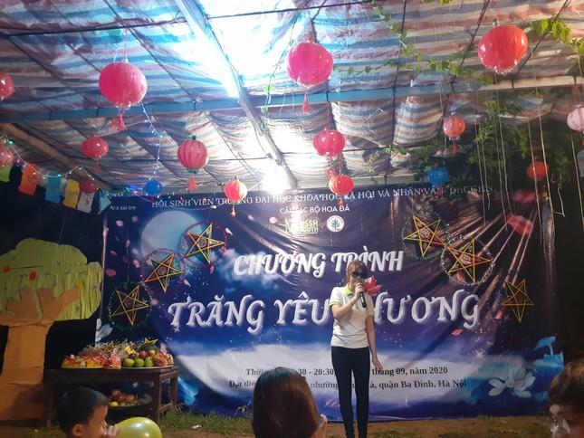 Mang Trung thu yêu thương tới xóm chài nghèo ở Hà Nội ảnh 3