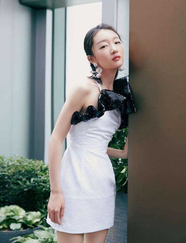 Sắc vóc thanh tú của nàng thơ 9x Châu Đông Vũ ảnh 18
