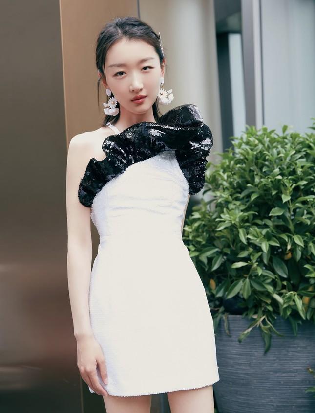 Sắc vóc thanh tú của nàng thơ 9x Châu Đông Vũ ảnh 19