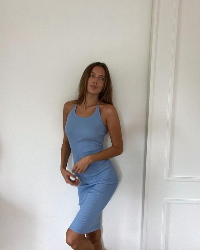 Bạn gái Brad Pitt rạng ngời với nụ cười tỏa nắng ảnh 9