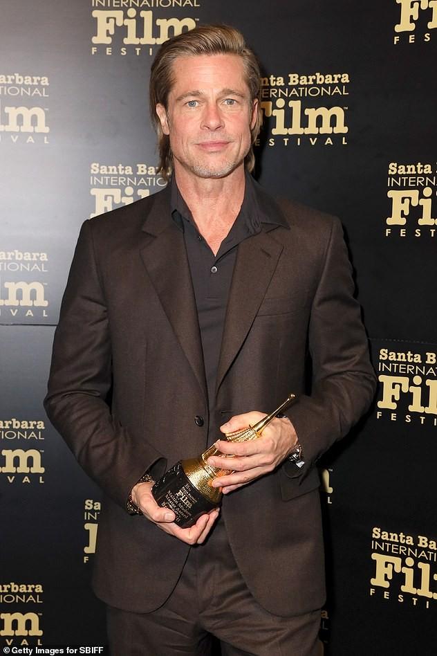 Bạn gái Brad Pitt rạng ngời với nụ cười tỏa nắng ảnh 18