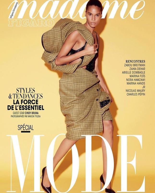 Siêu mẫu Pháp cao 1m82 cuốn hút trong show nội y ảnh 1