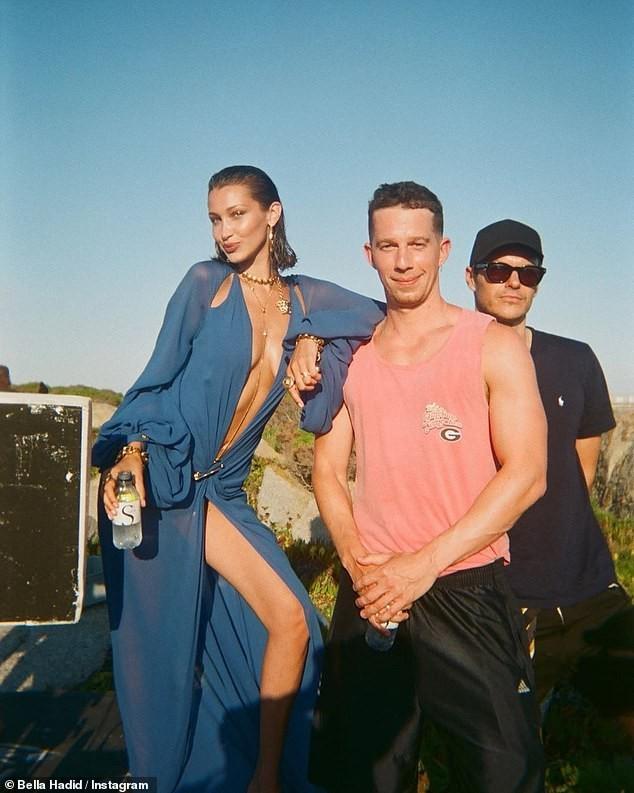 Bella Hadid đẹp hút hồn trong ảnh bikini rực lửa ở biển ảnh 24