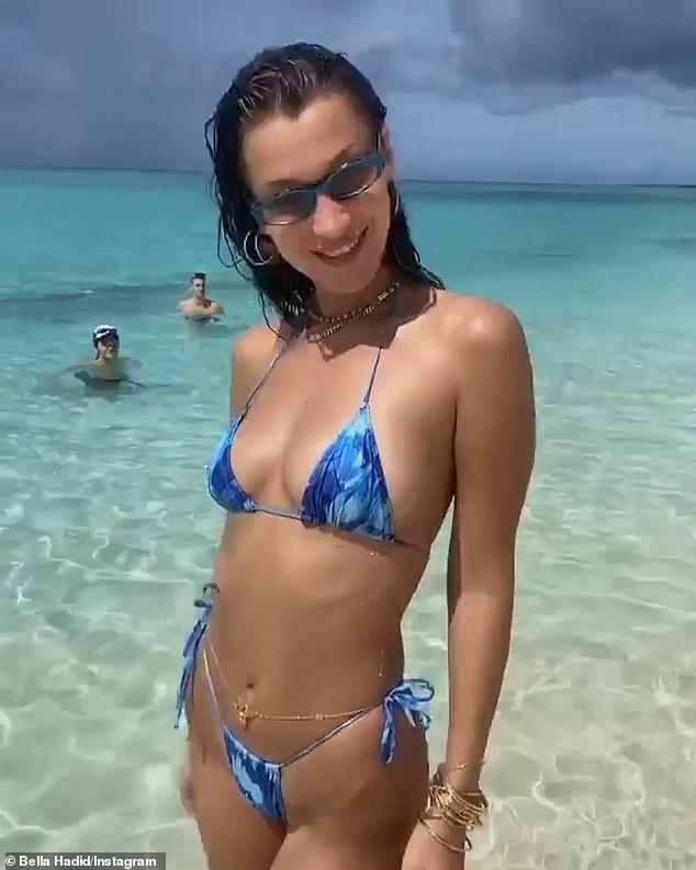 Bella Hadid đẹp hút hồn trong ảnh bikini rực lửa ở biển ảnh 9